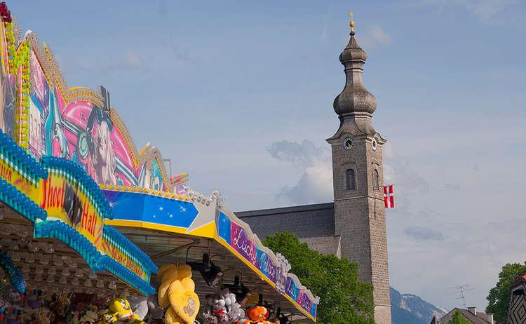 An Kirchw 0015 0 01 D Roha Anger Kirchweih Bude Kirchturm Kirchweihfahne