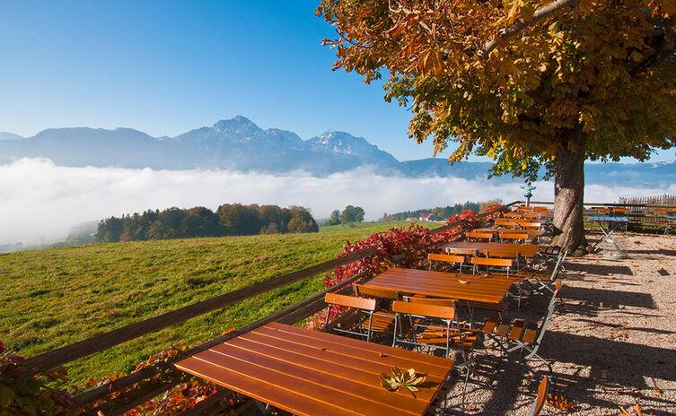 Stroblalm Biergarten Herbst